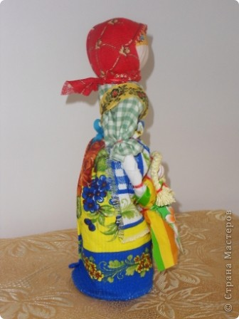 Спасибо мастерицам страны! Изучала куклы и на сайте страны и на сайте Народная кукла. Училась и работала с детьми. Работали втроем с девочками. Я предложила идею кукол, материал, подобрала ткань, а исполнители - мои ученицы Марина и Алиса. Фотки добавлю. фото 8
