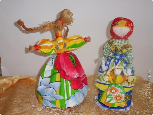 Спасибо мастерицам страны! Изучала куклы и на сайте страны и на сайте Народная кукла. Училась и работала с детьми. Работали втроем с девочками. Я предложила идею кукол, материал, подобрала ткань, а исполнители - мои ученицы Марина и Алиса. Фотки добавлю. фото 1