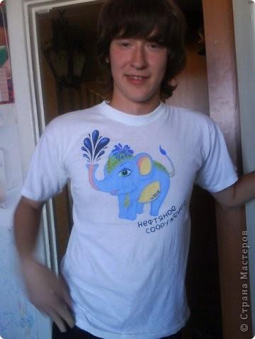 Футболка в подарок Другу, который учится на нефтяном факультете, фото на имениннике фото 1