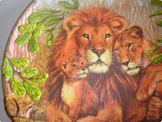"""Здравствуйте уважаемые мастерицы СМ. Выставлю на Ваш суд 2 работы, но сначала хочу рассказать маленький эпизод из сказки.  Когда Лев стал царем зверей, он сказал: """"Если кто-нибудь из Вас скажет, что я самый сильный,  самый храбрый, самый мудрый и самый красивый, того я разорву на части."""" В это врем появилась прекрасная львица и влюбилась в льва с первого взгляда. Она сказала: """"Ты можешь разорвать меня на части, но я  вся равно скажу, что ты самый сильный, самый храбрый, самый мудрый и самый красивый"""". Лев не разорвал львицу на части, потому что он понял, что кого любят, тот всегда становится самым-самым-самым-самым.  Ну если я немного изменила текст, извините, писала  по памяти. Перед Вами 1-я работа со вспышкой. фото 5"""