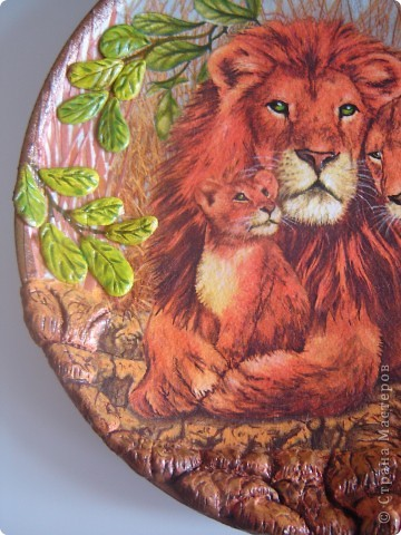 """Здравствуйте уважаемые мастерицы СМ. Выставлю на Ваш суд 2 работы, но сначала хочу рассказать маленький эпизод из сказки.  Когда Лев стал царем зверей, он сказал: """"Если кто-нибудь из Вас скажет, что я самый сильный,  самый храбрый, самый мудрый и самый красивый, того я разорву на части."""" В это врем появилась прекрасная львица и влюбилась в льва с первого взгляда. Она сказала: """"Ты можешь разорвать меня на части, но я  вся равно скажу, что ты самый сильный, самый храбрый, самый мудрый и самый красивый"""". Лев не разорвал львицу на части, потому что он понял, что кого любят, тот всегда становится самым-самым-самым-самым.  Ну если я немного изменила текст, извините, писала  по памяти. Перед Вами 1-я работа со вспышкой. фото 8"""