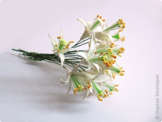 Как я уже говорила, у моей подруги скоро свадьба, и мне было поручено создание украшений к сему замечательному празднику, а именно - я делаю цветочный венок на голову невесте)))) фото 5