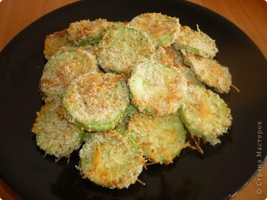 Конечно ,это не совсем чипсы,но они  получаются  с хрустящей корочкой и очень быстро исчезают, прямо как чипсы)))