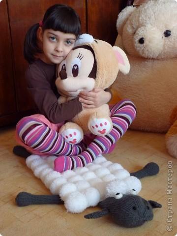 Этот коврик - подарок внучке на новый год. Овечка Шон - один из ее любимых мультяшных героев. фото 1