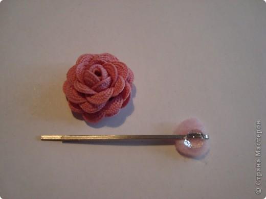 Для одной розочки потребовалось 30 см. тесьмы (два отрезка по     15 см.).  фото 2