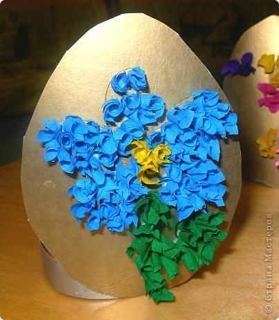 Дети сами придумывали как украсить картонное яичко. Рисовали контуры, затем торцевали.  фото 4