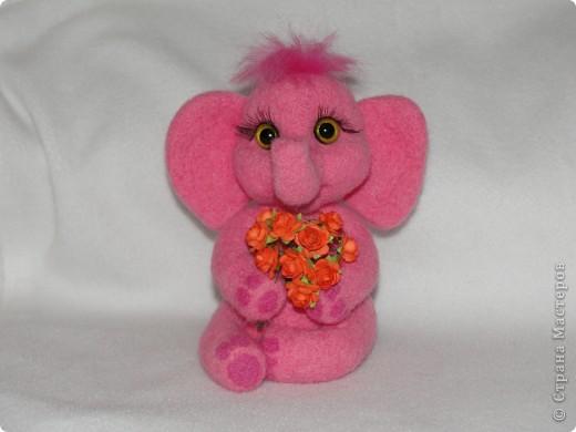 Этот слоненок свалян в подарок девочке, которая лежит в больнице. Говорят, розовые слоны приносят счастье. Я очень хочу, чтобы этот слон принес ей здоровье и сил для борьбы со страшной болезнью.  фото 5