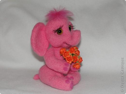 Этот слоненок свалян в подарок девочке, которая лежит в больнице. Говорят, розовые слоны приносят счастье. Я очень хочу, чтобы этот слон принес ей здоровье и сил для борьбы со страшной болезнью.  фото 3