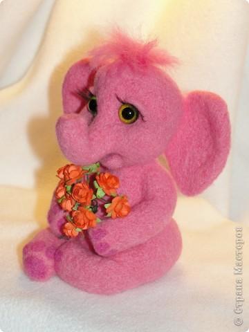 Этот слоненок свалян в подарок девочке, которая лежит в больнице. Говорят, розовые слоны приносят счастье. Я очень хочу, чтобы этот слон принес ей здоровье и сил для борьбы со страшной болезнью.  фото 2