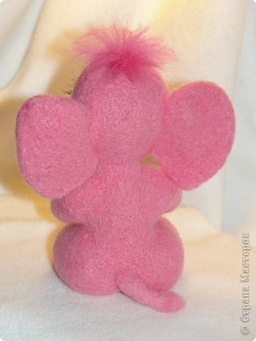 Этот слоненок свалян в подарок девочке, которая лежит в больнице. Говорят, розовые слоны приносят счастье. Я очень хочу, чтобы этот слон принес ей здоровье и сил для борьбы со страшной болезнью.  фото 4