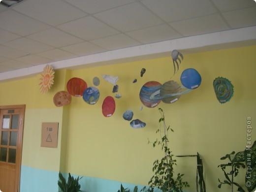 Солнечную систему создавали всей школой. Каждый класс рисовал 1 объект фото 1