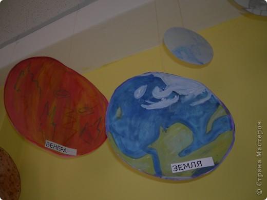 Солнечную систему создавали всей школой. Каждый класс рисовал 1 объект фото 5