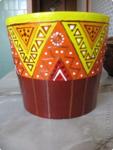 Цветочные горшки были куплены в IKEA. Простые глинянные горшки я раписала акриловыми красками для керамики и вот что получилось: фото 4