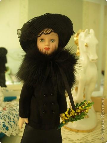 Такая Маргарита была от издателя. Скромный наряд, в руках желтые цветы. Ее образ мне понравился, но качество исполнения, конечно, на низком уровне. фото 3