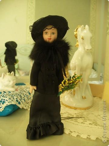 Такая Маргарита была от издателя. Скромный наряд, в руках желтые цветы. Ее образ мне понравился, но качество исполнения, конечно, на низком уровне. фото 4