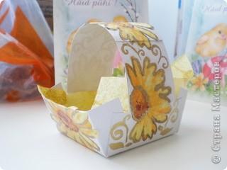 В такую милую корзиночку можно положить пасхальное яичко и подарить его.