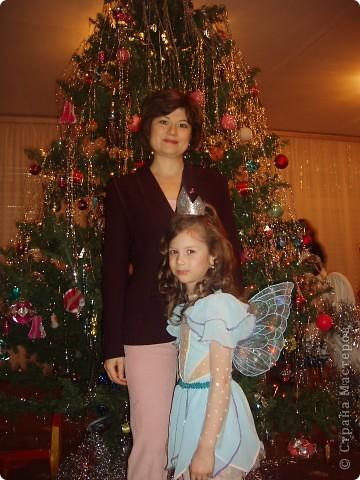 Купила к Новому году елочную игрушку - нимфа с пузыриком. Захотелось сшить дочке костюм по этой игрушке. Долго вынашивала эту идею, покупала нужные материалы к костюму, и вот что получилось, спустя год! А все это было в 2007г. В костюме моя ненаглядная доченька. фото 8