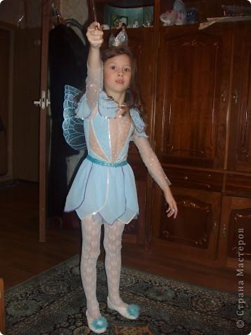 Купила к Новому году елочную игрушку - нимфа с пузыриком. Захотелось сшить дочке костюм по этой игрушке. Долго вынашивала эту идею, покупала нужные материалы к костюму, и вот что получилось, спустя год! А все это было в 2007г. В костюме моя ненаглядная доченька. фото 5