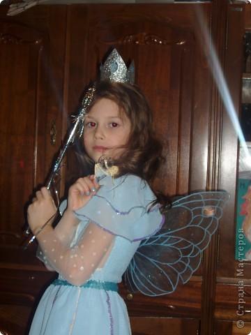 Купила к Новому году елочную игрушку - нимфа с пузыриком. Захотелось сшить дочке костюм по этой игрушке. Долго вынашивала эту идею, покупала нужные материалы к костюму, и вот что получилось, спустя год! А все это было в 2007г. В костюме моя ненаглядная доченька. фото 6