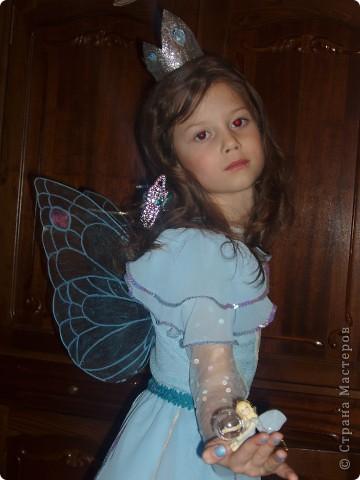 Купила к Новому году елочную игрушку - нимфа с пузыриком. Захотелось сшить дочке костюм по этой игрушке. Долго вынашивала эту идею, покупала нужные материалы к костюму, и вот что получилось, спустя год! А все это было в 2007г. В костюме моя ненаглядная доченька. фото 7