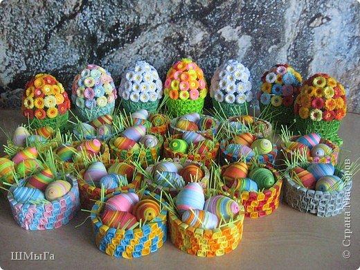 Конечно, до творчества здесь далеко - к празднику нужно успеть сделать огромное количество подарков. Приходилось хотя бы (чтобы не было совсем уж тяжко на душе) экспериментировать с цветом. Цветочные шкатулки сделаны по моему МК: http://stranamasterov.ru/node/45642  Яйца подсмотрела у Виктории вот здесь: http://stranamasterov.ru/node/135898.