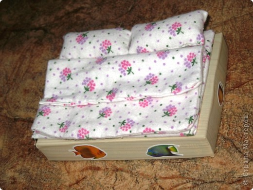 Кроватка и постельное белье для маленьких куколок
