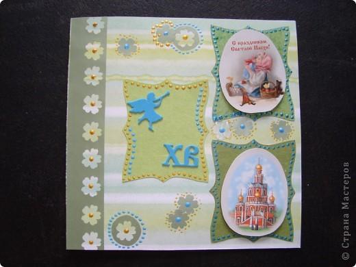 Вот такая пасхальная открыточка в зелено-голубых тонах. основа - бумага для скрапбукинга. Ажурная полоска - фигурный компостер и самоклеящаяся цветная бумага.  Выбитые при компостировании цветы так же использованы для декорирования. фото 1