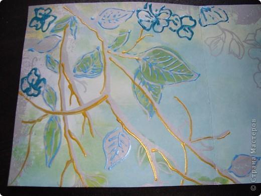 Вот такая пасхальная открыточка в зелено-голубых тонах. основа - бумага для скрапбукинга. Ажурная полоска - фигурный компостер и самоклеящаяся цветная бумага.  Выбитые при компостировании цветы так же использованы для декорирования. фото 6
