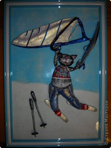 Этого кота заказали на день рождения человеку, увлекающемуся виндсерфингом и снежными лыжами. Задача была показать все увлечения сразу, и чтобы героем был кот. Единственное, что я смогла придумать, так это разделить картину на 2 части, где верхняя часть кота в теплых краях на фоне голубого неба управляет парусом, а нижняя, соответственно, где-нибудь в горах на снегу катается на лыжах... фото 1