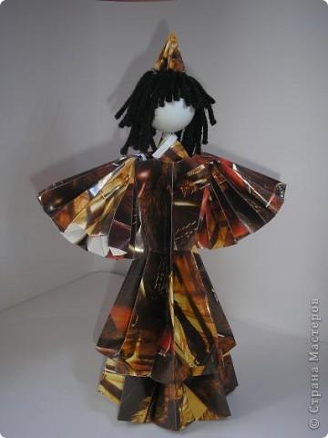 Вот моя первая кукла в технике модульного оригами. Невероятно понравилось это занятие, особенно порадовал результат моих родных - детей и маму. Муж тоже был в восторге от куклы. фото 2