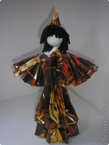 Вот моя первая кукла в технике модульного оригами. Невероятно понравилось это занятие, особенно порадовал результат моих родных - детей и маму. Муж тоже был в восторге от куклы. фото 4
