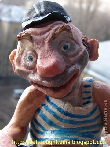 Вот такого забавного персонажа попросили меня слепить для магазина, где продают алкоголь. Его зовут Василий. фото 3