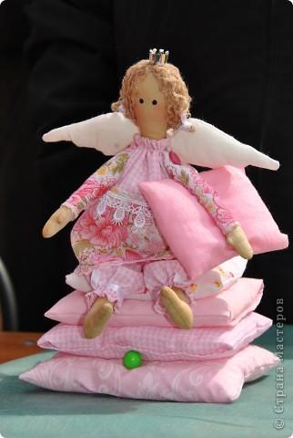 Очередная принцесска:))Очень нравится её шить.Просто и быстро,и ещё очень экономично(расход ткани минимальный,практически из остатков) фото 2
