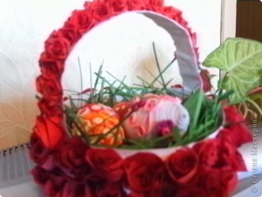 Очень захотелось сделать корзинку для пасхальных яиц. Ну а как же без роз?  фото 4
