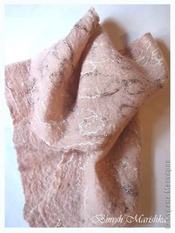 Увидела я замечательный мастер-класс на Ярмарке мастеров от Регины Журавлевой. И захотелось мне попробовать свалять шарфик-паутинку. Использовала я мохер 80% и шерсть. Вот что у меня получилось. фото 1