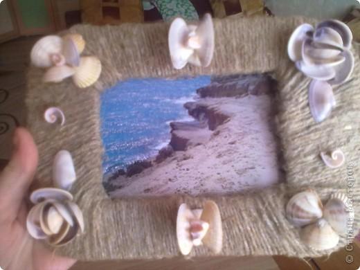 Картон обмотан шпагатом и сверху- красота из ракушек. фото 2