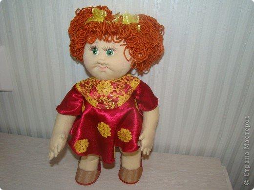 """Увидела в интернете вот таких малышей http://shkola-igrushki.ru/kukol-detej-i-pupsov/item/62-vikroiki-kukol-malishei.html     Они мне так понравились,что очень захотелось сделать такую пухляшку. Вот получилась кукла Маша. Конечно она сильно отличается от своих """"оригиналов"""", из ткани первый раз шью кукол,надо руку еще набивать, но скажу честно,с капроном мне нравится больше работать. фото 1"""