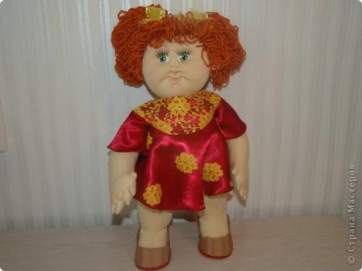 """Увидела в интернете вот таких малышей http://shkola-igrushki.ru/kukol-detej-i-pupsov/item/62-vikroiki-kukol-malishei.html     Они мне так понравились,что очень захотелось сделать такую пухляшку. Вот получилась кукла Маша. Конечно она сильно отличается от своих """"оригиналов"""", из ткани первый раз шью кукол,надо руку еще набивать, но скажу честно,с капроном мне нравится больше работать. фото 5"""