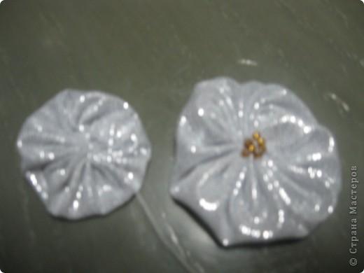 попробую обеснить, как делаю эти цветы, моjет комуто понадобится. фото 3