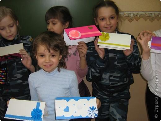 Увидела украшение здесь: http://scraphouse.ru/ideas/postcards/decoration-flower-cards.html. Использовали в работе. Деткам понравилось. фото 1