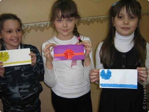 Увидела украшение здесь: http://scraphouse.ru/ideas/postcards/decoration-flower-cards.html. Использовали в работе. Деткам понравилось. фото 2