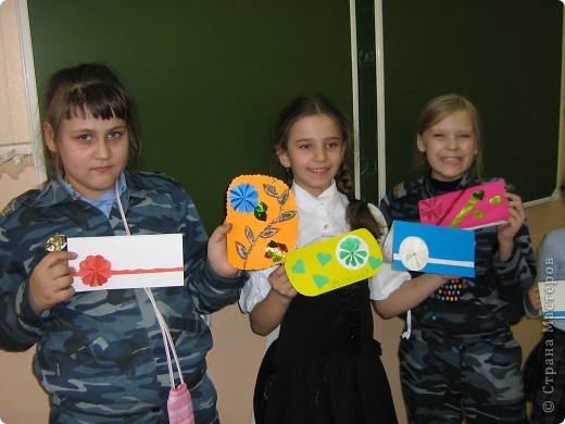 Увидела украшение здесь: http://scraphouse.ru/ideas/postcards/decoration-flower-cards.html. Использовали в работе. Деткам понравилось. фото 3