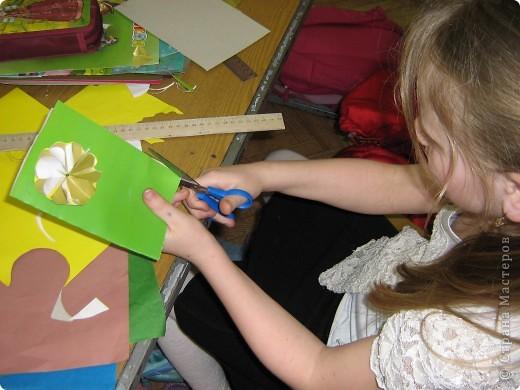 Увидела украшение здесь: http://scraphouse.ru/ideas/postcards/decoration-flower-cards.html. Использовали в работе. Деткам понравилось. фото 7
