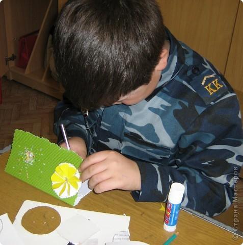 Увидела украшение здесь: http://scraphouse.ru/ideas/postcards/decoration-flower-cards.html. Использовали в работе. Деткам понравилось. фото 9