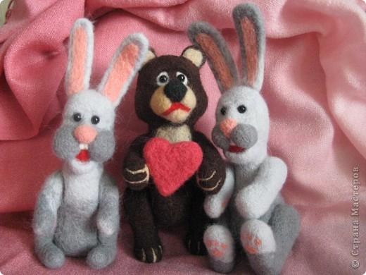 Зайцы и медведь.  фото 1