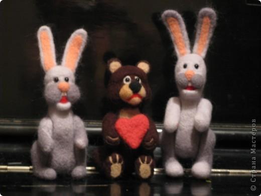 Зайцы и медведь.  фото 2