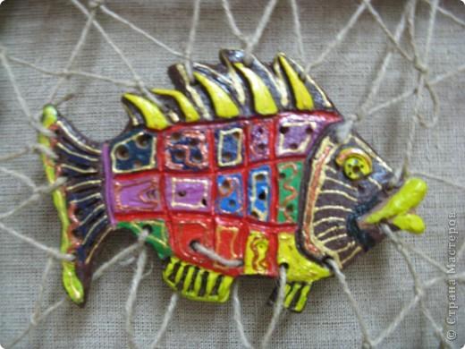 """Рыбки из глины роспись акриловыми красками для керамики. Работы детей . Эти работы учавствовали в конкурсе """"Славное море 2009 год.""""  фото 1"""