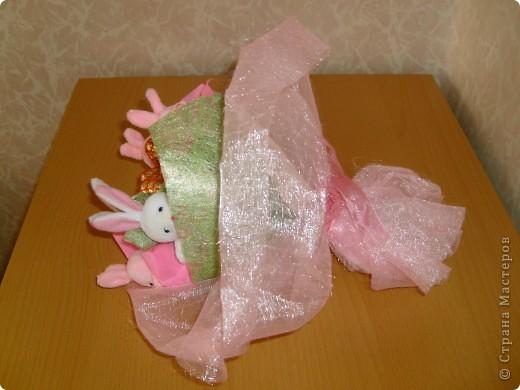 Сделала в подарок конфетно-мягкий букетик. фото 3
