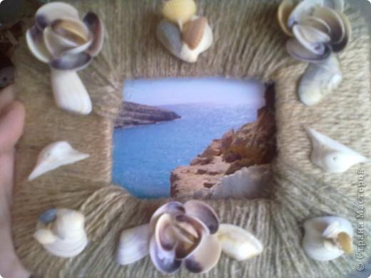 Картон обмотан шпагатом и сверху- красота из ракушек. фото 3