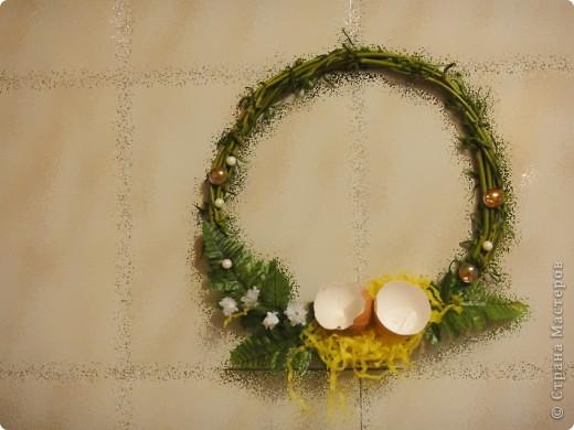 вот такие простенькие в исполнении веночки выгодно украсят ваш дом или офис в преддверии праздника. фото 9